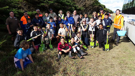 The northern site planting team including Kaitaia Intermediate School, Bushland Trust, NRC and Summit